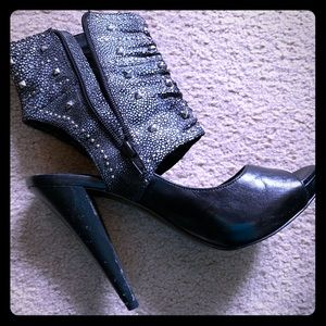 Retro BCBG heels with bootie-like style!!